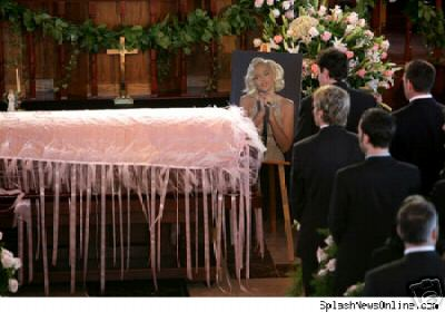 Anna Nicole Smith Casket Sarf